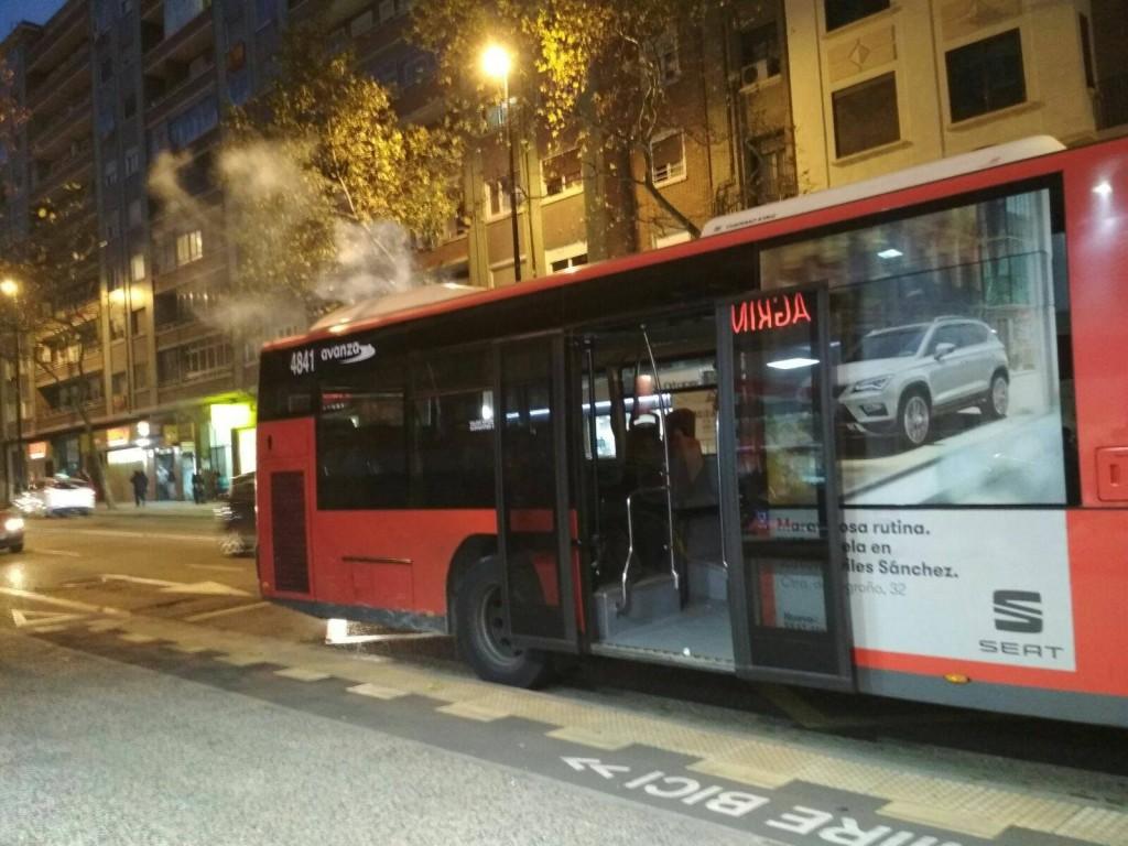 Un nuevo autobús urbano arde en Zaragoza