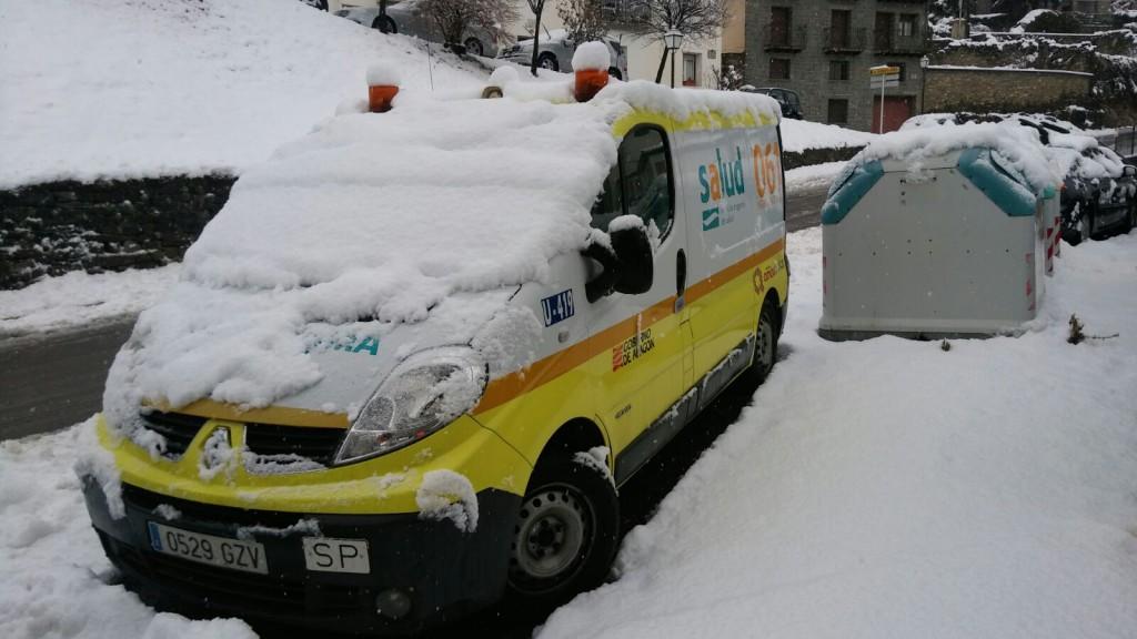Las ambulancias que trabajan en las zonas de montaña no están acondicionadas al clima y el terreno