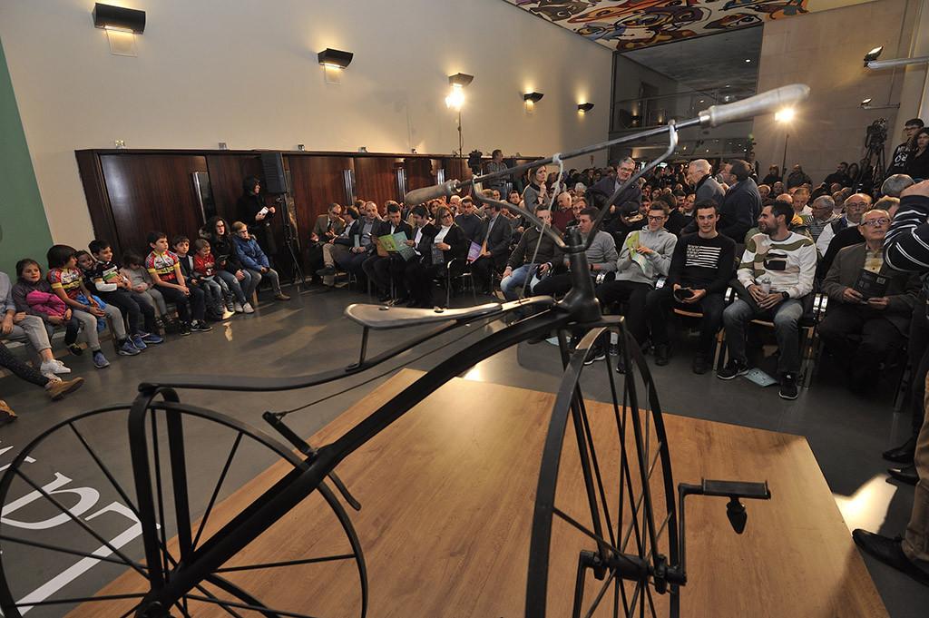 Encuentro histórico en la DPH del ciclismo altoaragonés cuyos inicios cumplen 150 años con la primera bici