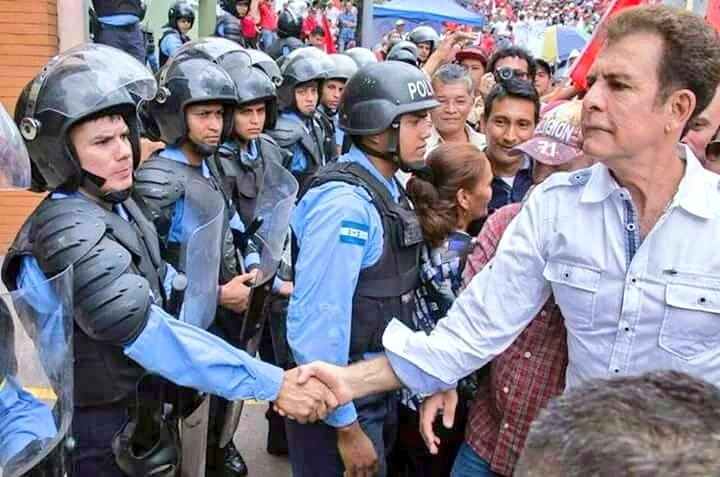 La unidad de antidisturbios de Honduras se declara en huelga de 'brazos caídos'