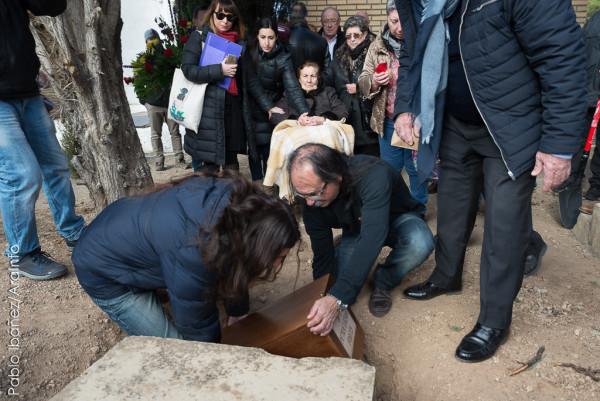 Máxima de 93 años entierra a su madre 81 años después de que fuera asesinada |Foto: Pablo Ibáñez