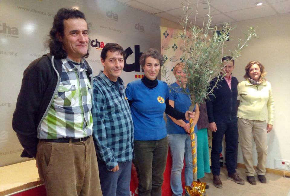 CHA entrega el premio a la Defensa de los derechos y libertades de Aragón a la Coordinadora Biscarrués-Mallos de Riglos