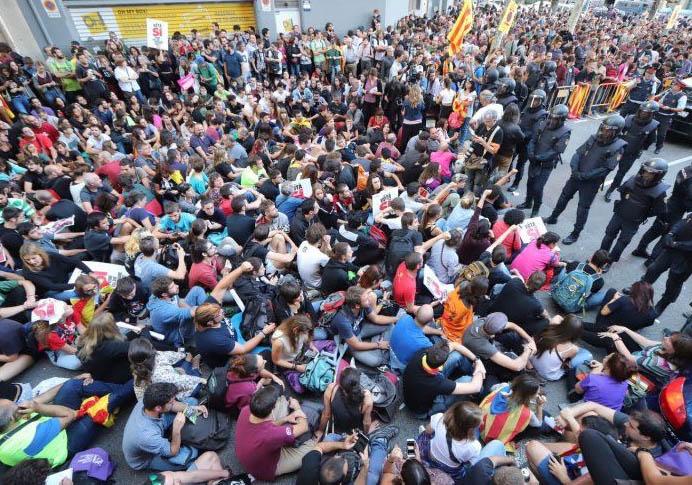 Ni el TSJC ni la Junta Electoral prohíben la concentración fascista ante la sede de la CUP