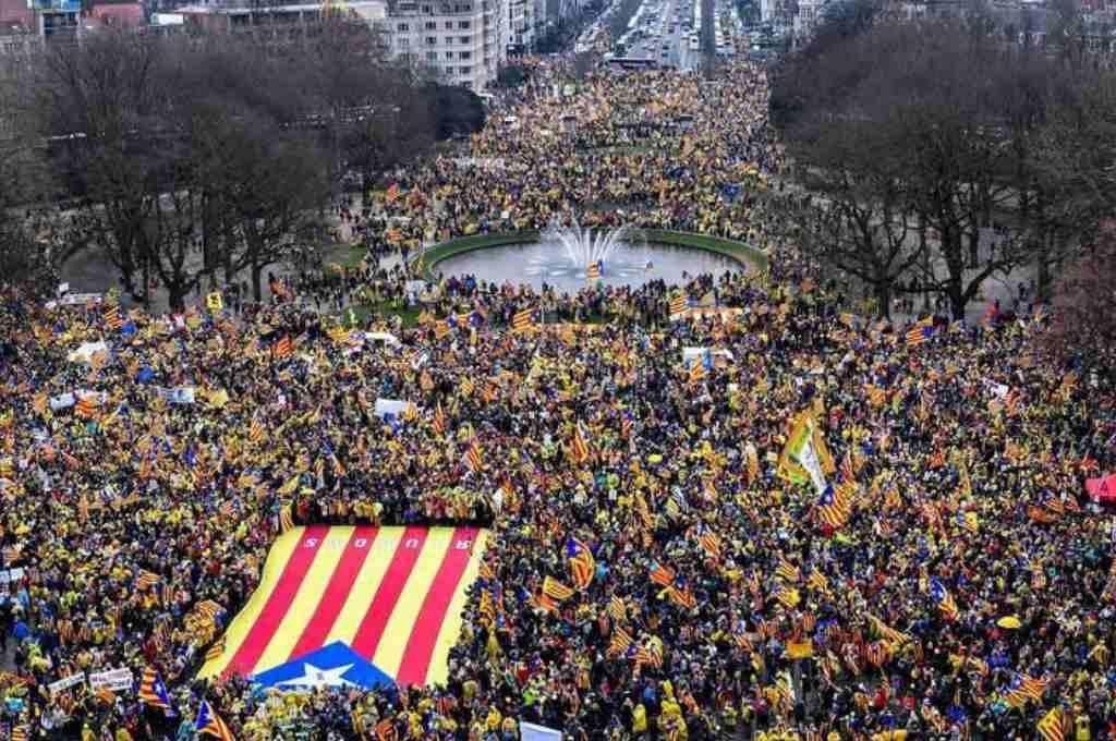 """La manifestación """"Omplim Brusel·les"""" pide a Europa que """"despierte"""""""