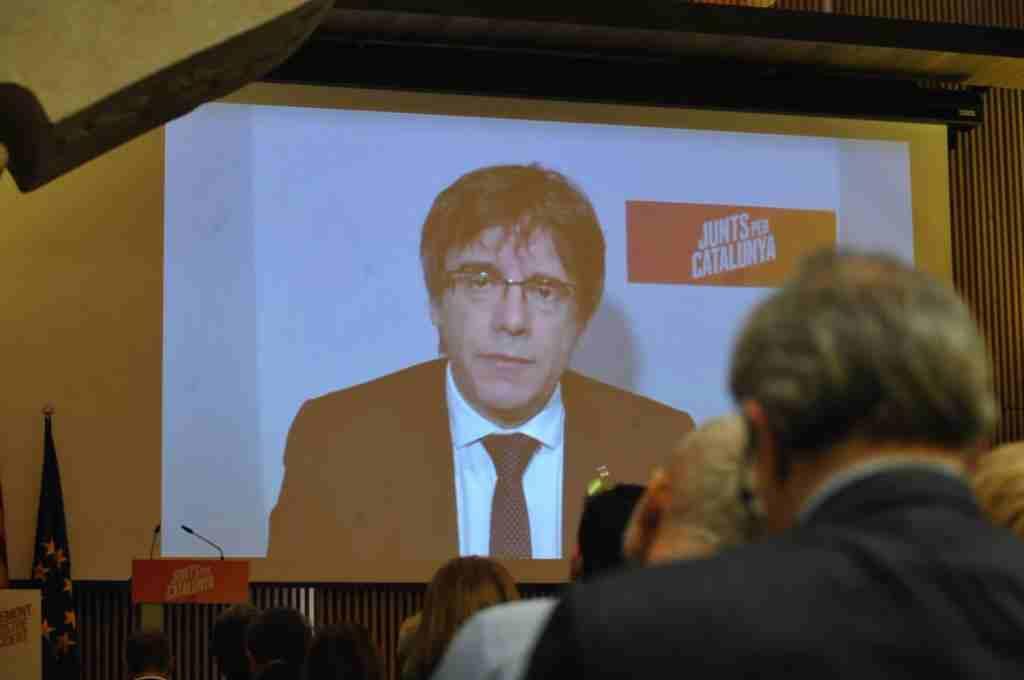 """Puigdemont pide al rey que empiece la """"rectificación"""" en el mensaje de Navidad"""