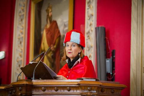 """María Elósegui: """"El derecho no discrimina, simplemente trata de un modo diferente a lo diferente"""""""