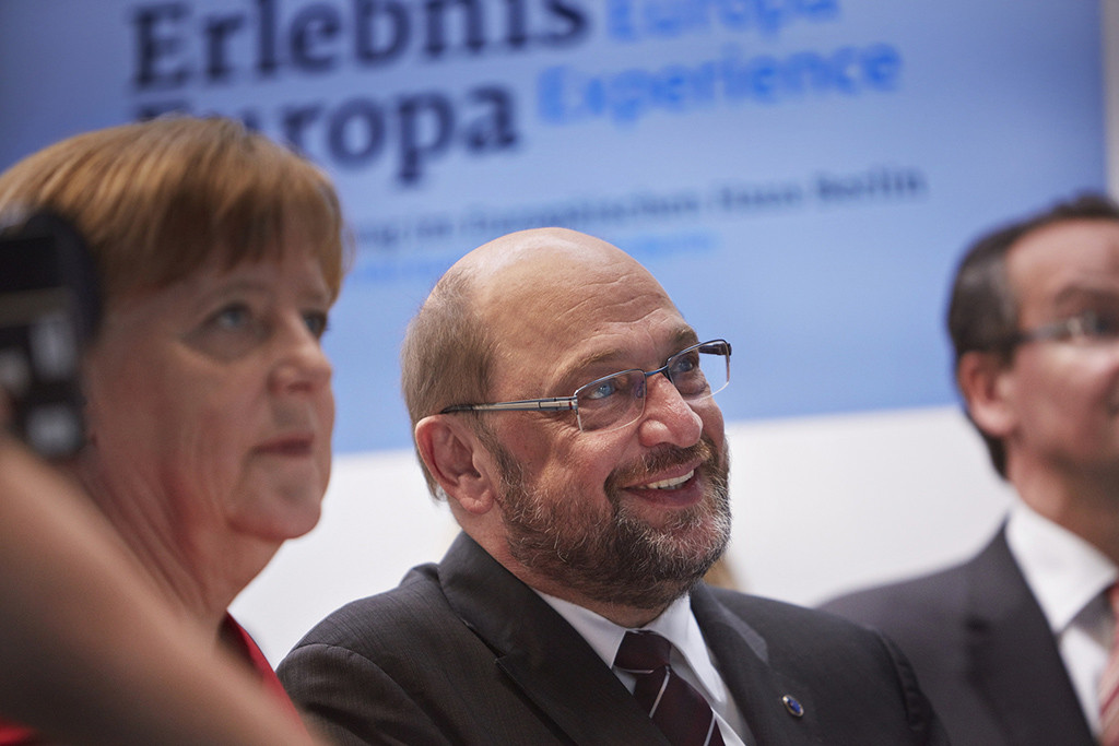 """El SPD avala negociar una nueva """"gran coalición"""" con Angela Merkel"""