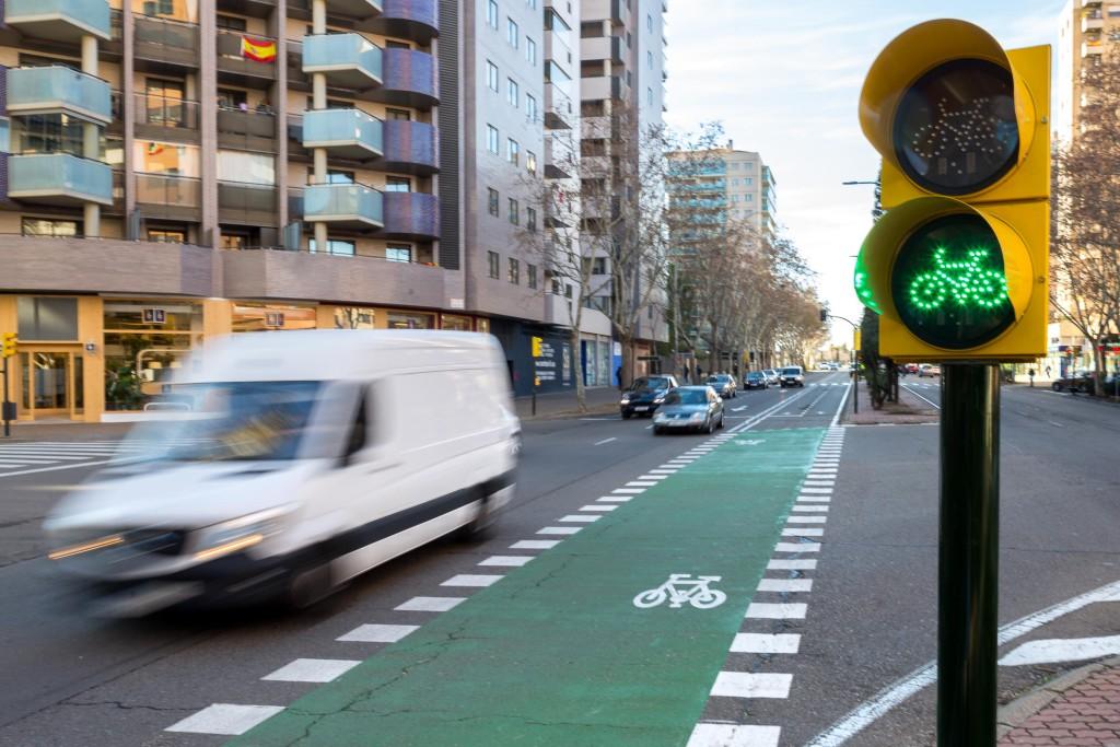 Comienzan las obras de implantación del nuevo carril bici en el eje de Vía Universitas