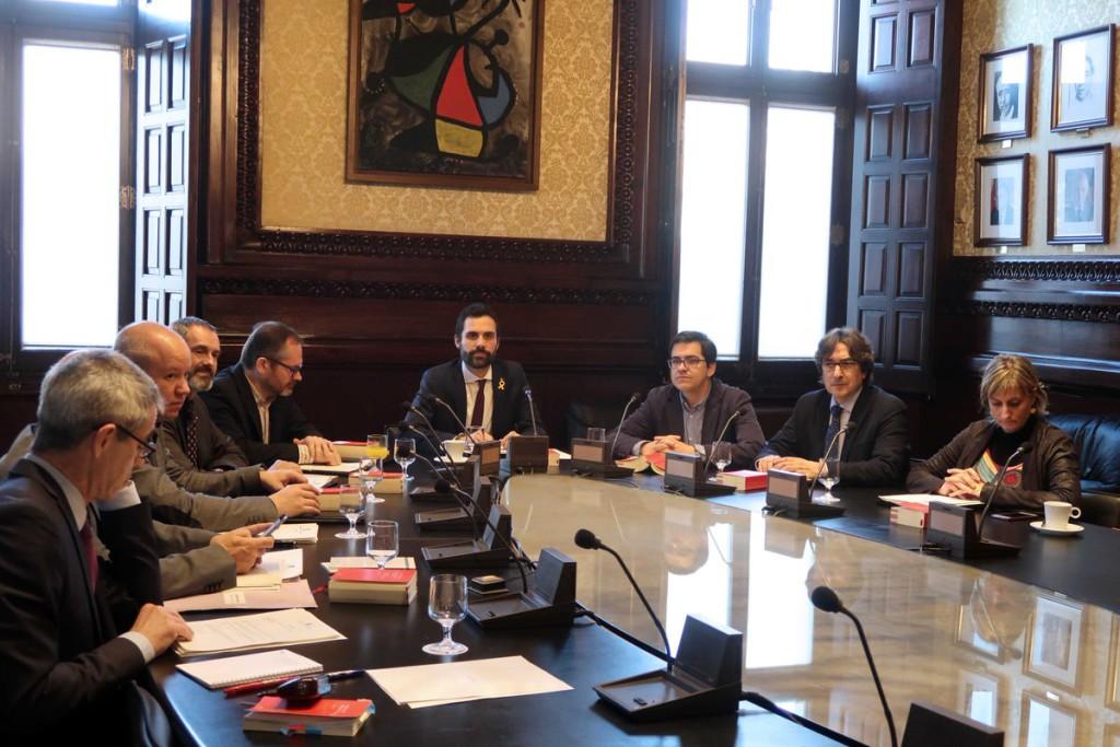 JxCat retira la petición de delegación de voto de Puigdemont para el pleno de investidura y Forn renuncia al acta de diputado