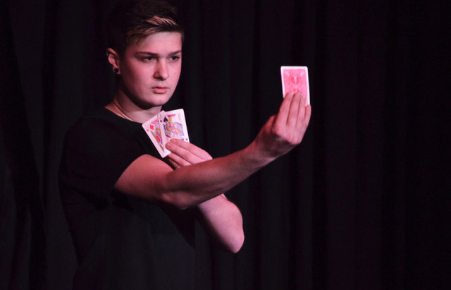 La joven promesa de la magia aragonesa, Oihan Palacín, gana el Primer Premio del Concurso de magia del Memorial Pepe Carroll