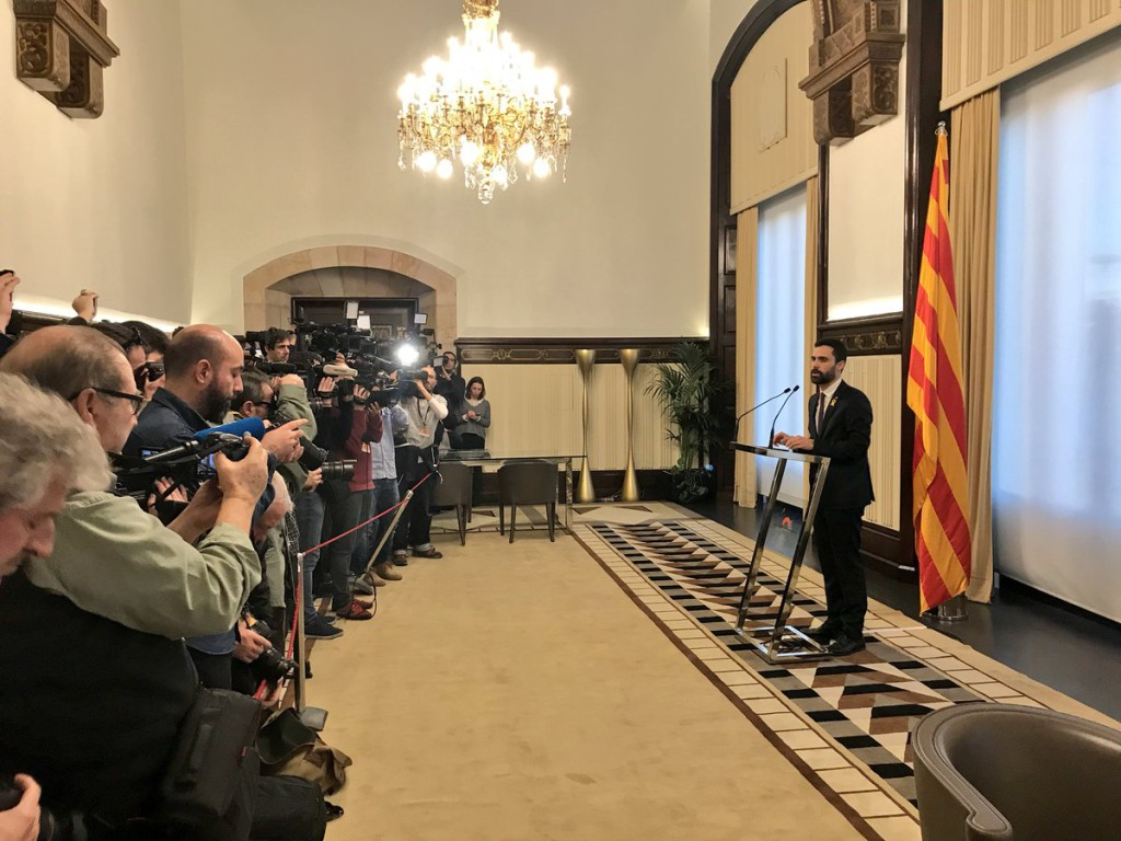 """Torrent aplaza el pleno de investidura hasta tener """"un debate con garantías"""" y mantiene como candidato a Puigdemont"""