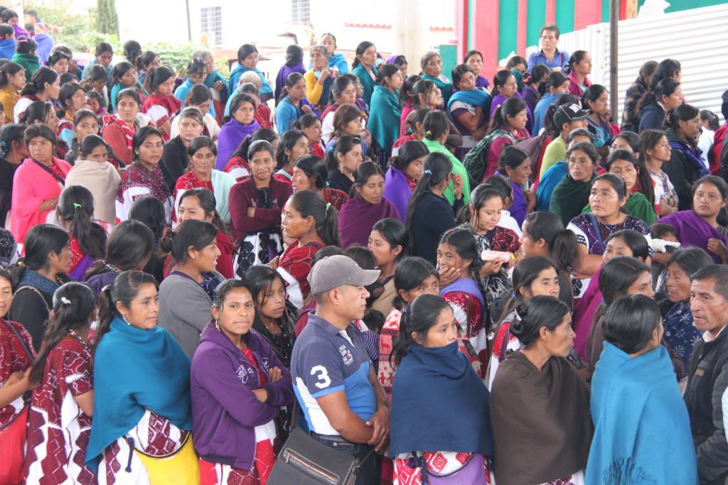 Mujeres desplazadas de Chalchihuitan por la violencia paramilitar. Foto: José Luis Martínez