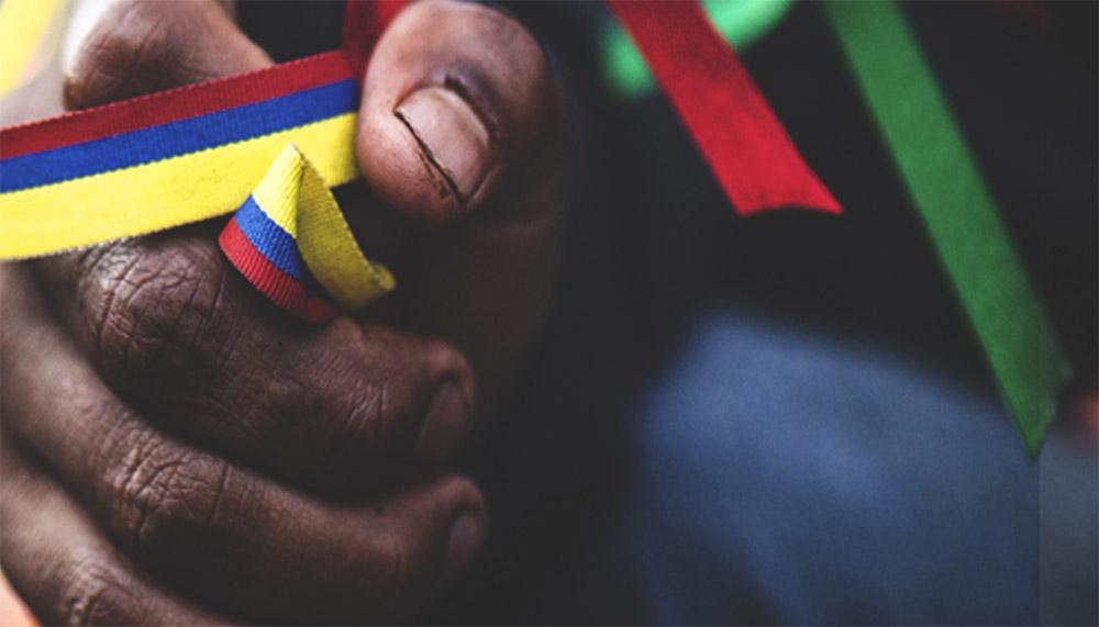 """""""Sangre y tierra"""", un documental sobre la resistencia indígena de Colombia"""