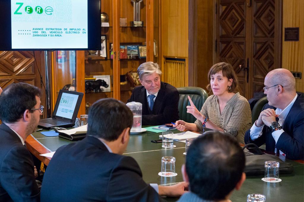 La Mesa de la Movilidad Eléctrica apuesta por que Zaragoza se convierta en banco de pruebas del vehículo eléctrico