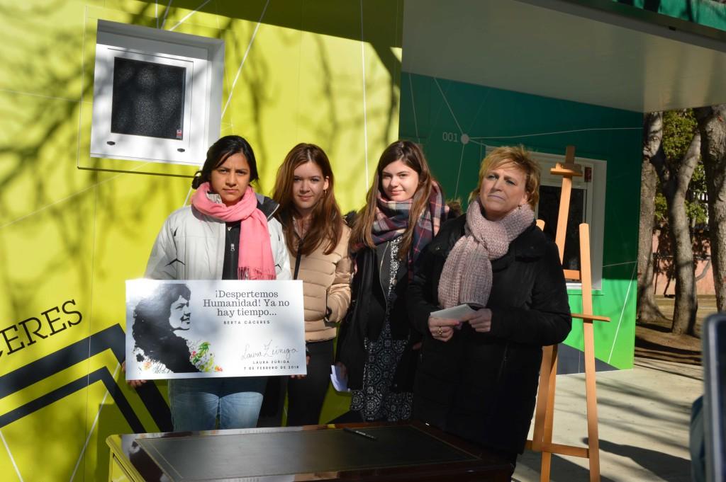 Laura Zúñiga, hija de la activista hondureña Berta Cáceres, inaugura el Aula Verde del parque Miguel Servet de Uesca