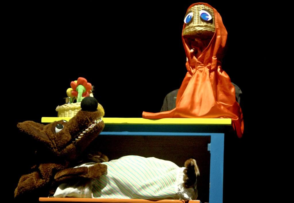 Teatro Arbolé pone en escena su divertida y original versión de Caperucita Roja