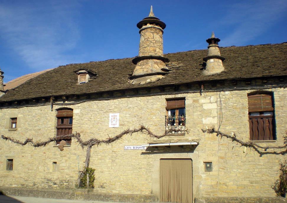 Ena recupera gran parte de su archivo municipal desde el siglo XVI