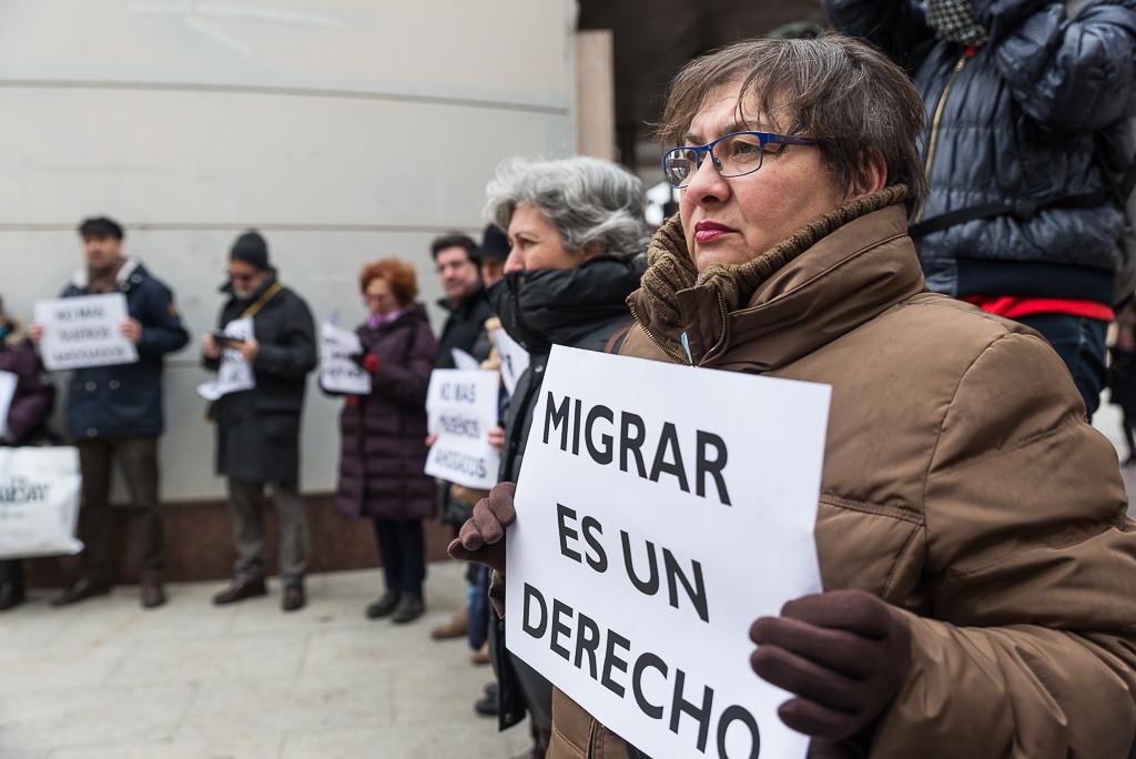 Zaragoza guarda cinco minutos de silencio por las 21 personas muertas en el mar Mediterráneo
