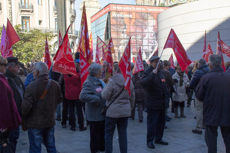 Cientos de pensionistas se concentran en las tres capitales aragonesas para defender el sistema público de pensiones