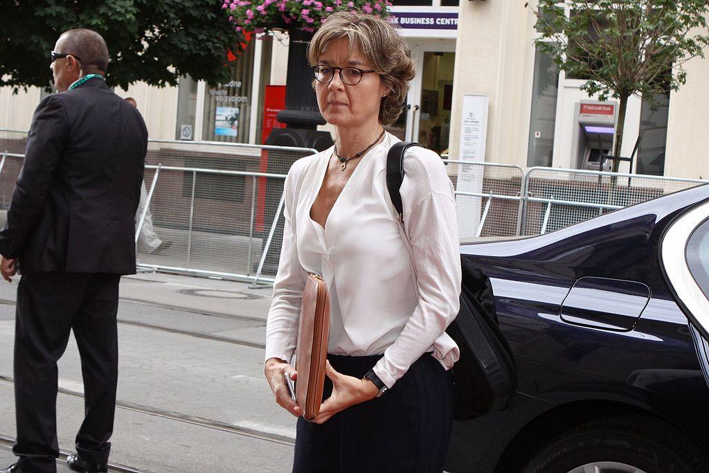 La ministra Tejerina pierde los nervios durante la FIMA