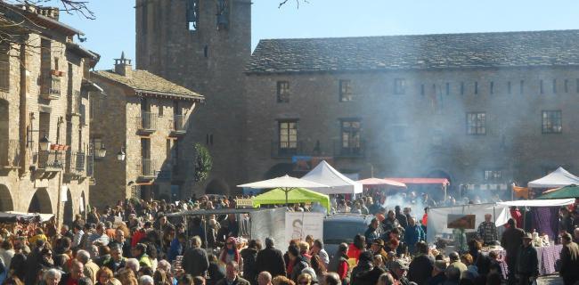 L'Aínsa se prepara para acoger la Ferieta, una cita que revive el ambiente de las ferias medievales de la villa