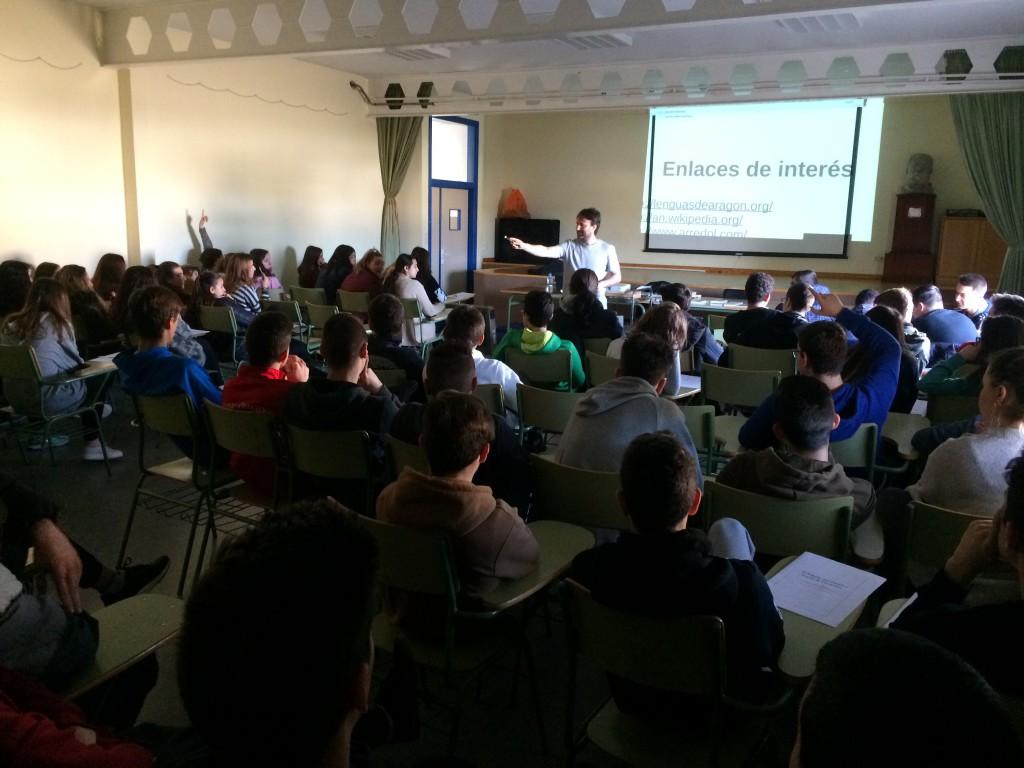 El alumnado del IES 'Joaquín Costa' de Carinyena ponen en valor el vocabulario aragonés