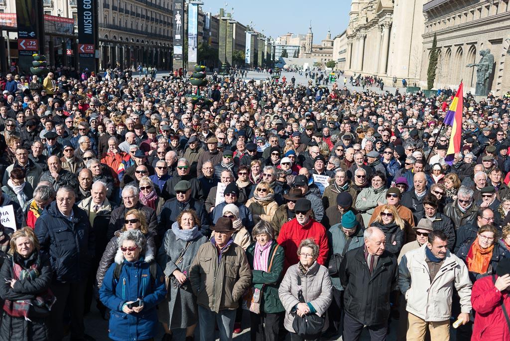 """Miles de personas se manifiestan """"por unas pensiones dignas"""""""