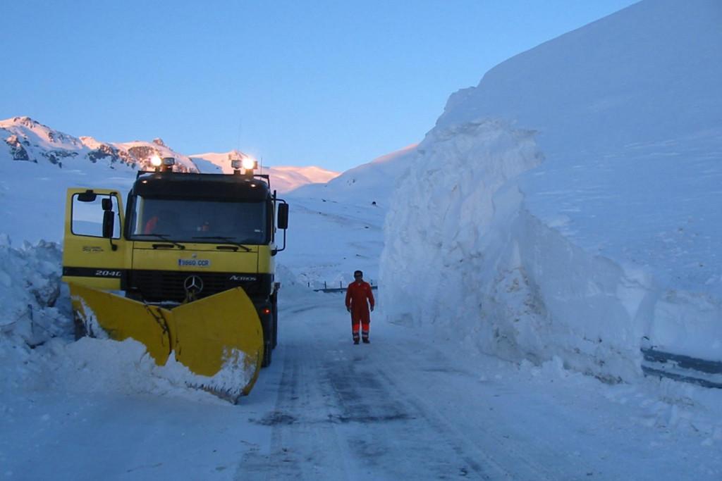 La nieve sigue dificultando la circulación en las carreteras del sur de Aragón y bajan las temperaturas