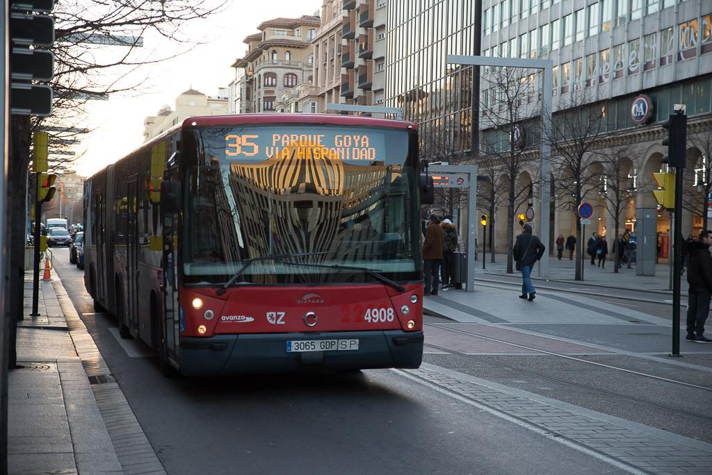 Autobús urbano de Zaragoza. Foto: Pablo Ibáñez (AraInfo)