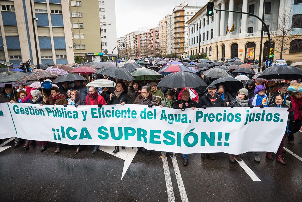 Miles de personas piden la derogación del ICA en Zaragoza pese a la lluvia