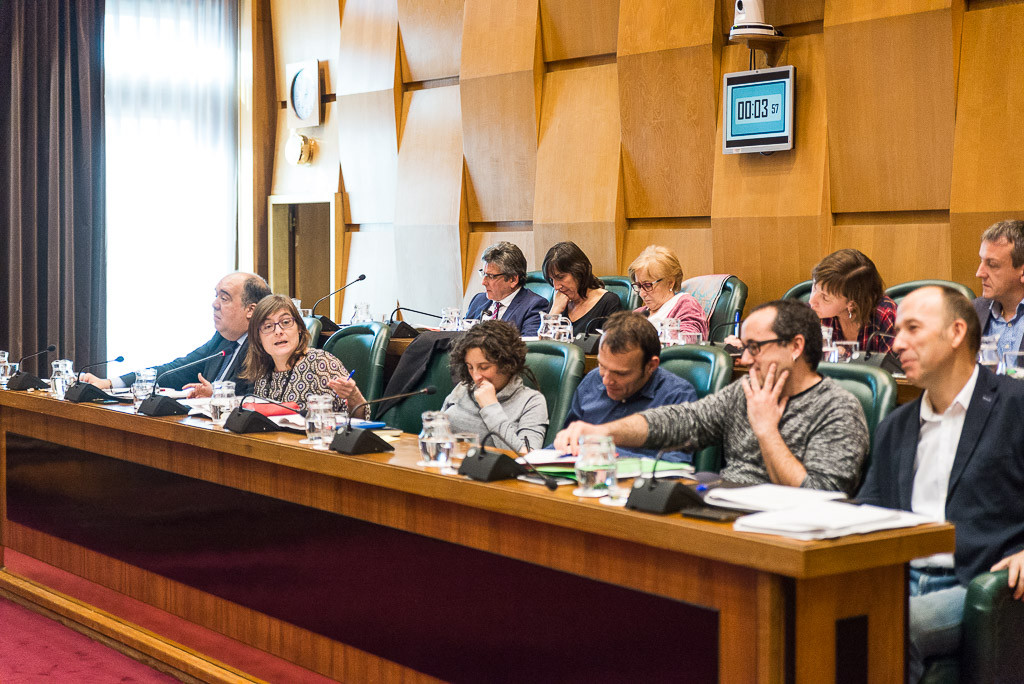 El Impuesto de Contaminación del Agua eleva la tensión en el Pleno de Zaragoza