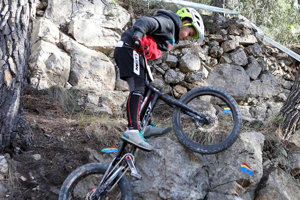 Poldo Sillué mejora su clasificación en la última jornada del II Open El Bixu de bike trial y acaba séptimo de la general