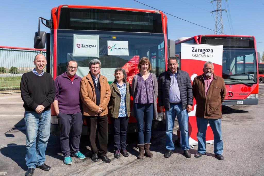 Zaragoza dona dos autobuses para el transporte de los y las refugiadas saharauis en Tinduf
