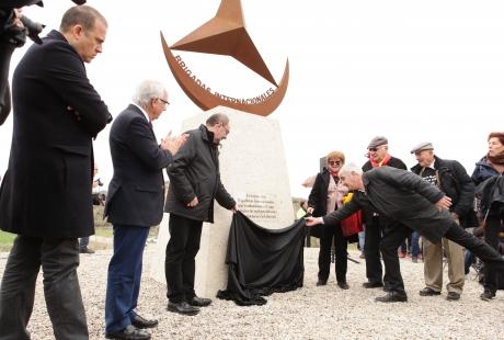 Un monolito rinde ya homenaje a las Brigadas Internacionales en el 80 aniversario de la Batalla de Caspe