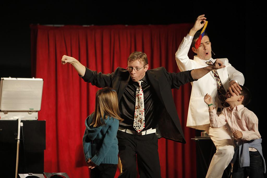 """Teatro Avanti presenta en Arbolé """"Black & White"""", dos magos y un espectáculo lleno de música, humor y fantasía"""