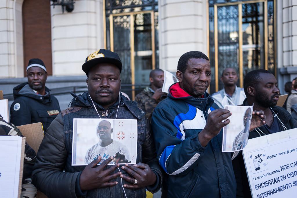 300 personas se concentran en Zaragoza por la muerte de Mame Mbaye