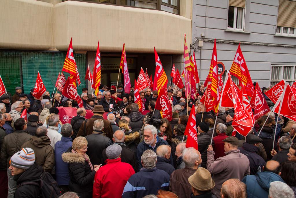 """CCOO y UGT se concentran """"en defensa de unas pensiones públicas y dignas"""""""