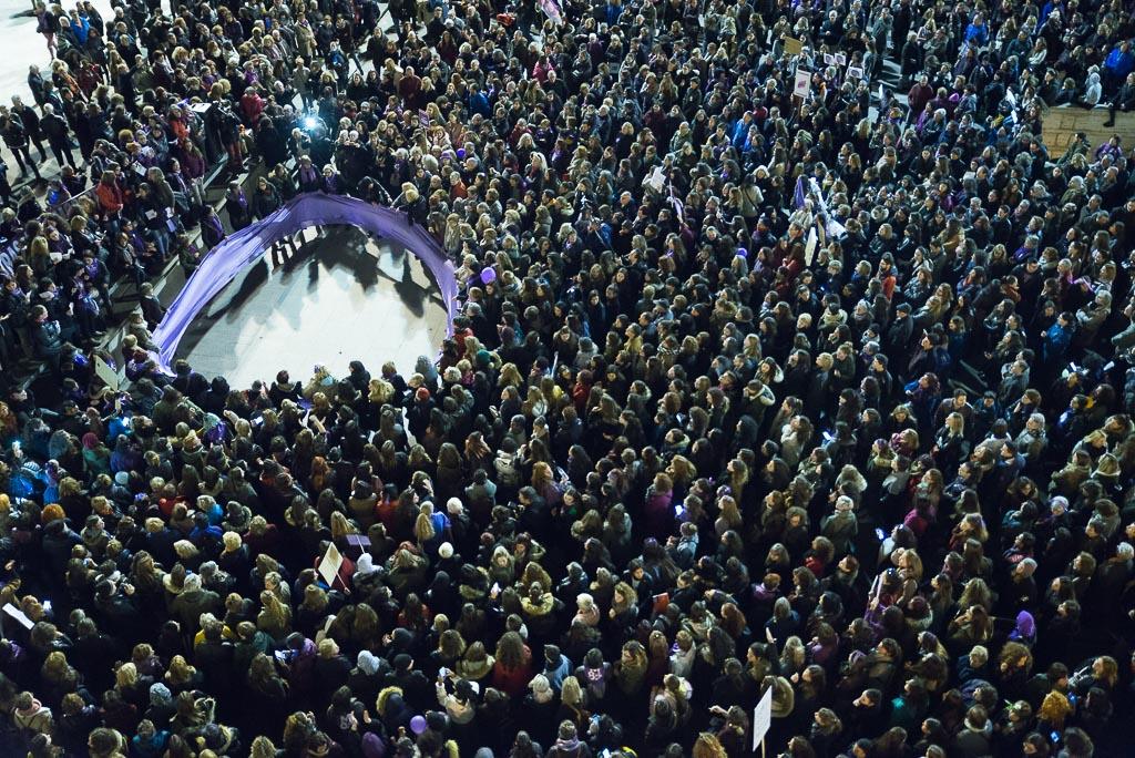 Lectura del manifiesto en la manifestación de Zaragoza. Foto: AraInfo.