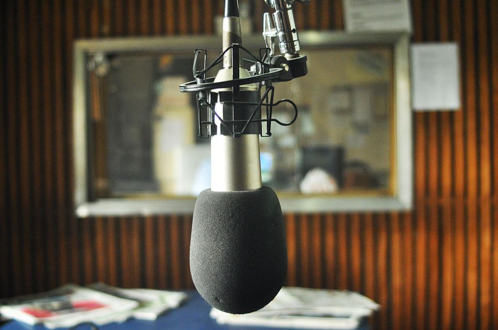Llega la IX emisión especial de Radio Topo en aragonés y catalán «D'estrela a estrela» este sábado
