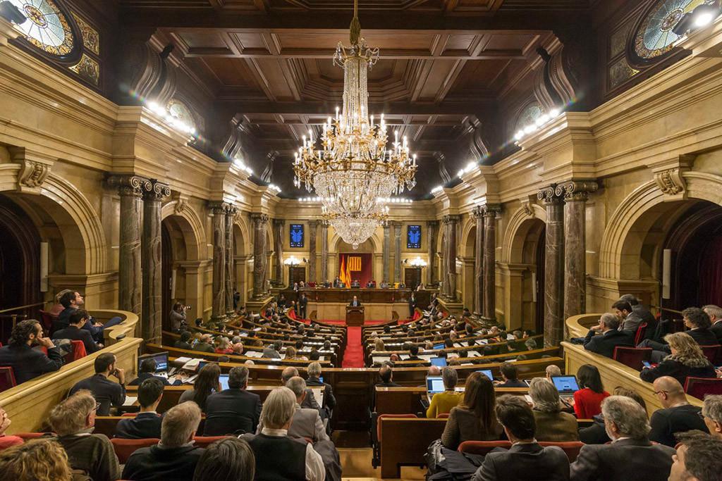 El Parlament de Catalunya celebra el pleno para defender los derechos políticos de Puigdemont, Sànchez y Turull