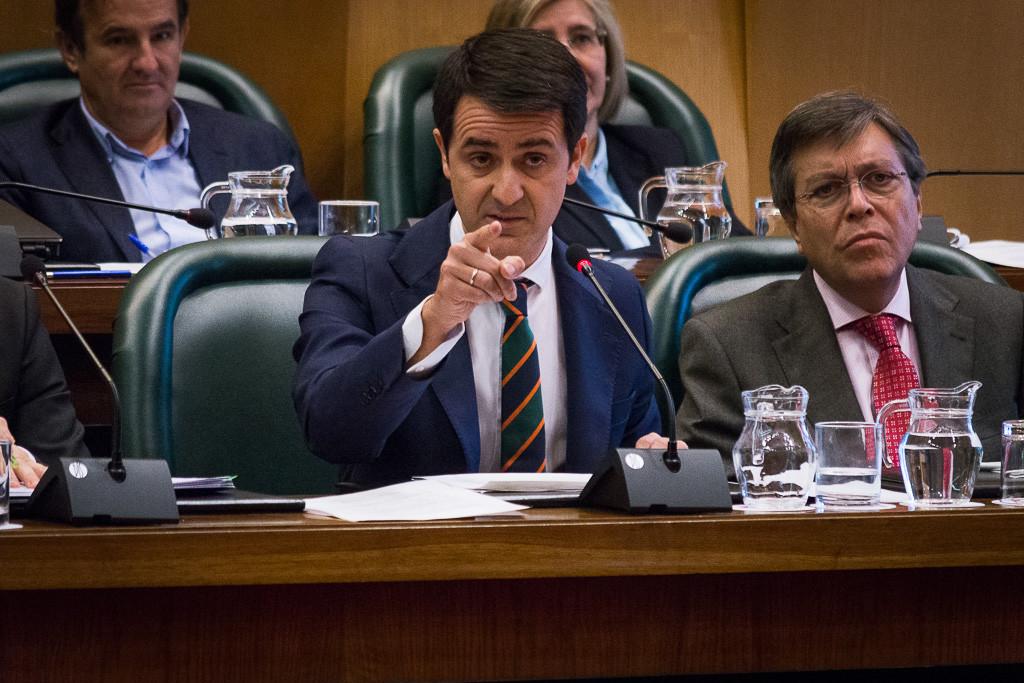 La oposición en bloque reprueba al alcalde de Zaragoza en un pleno bochornoso