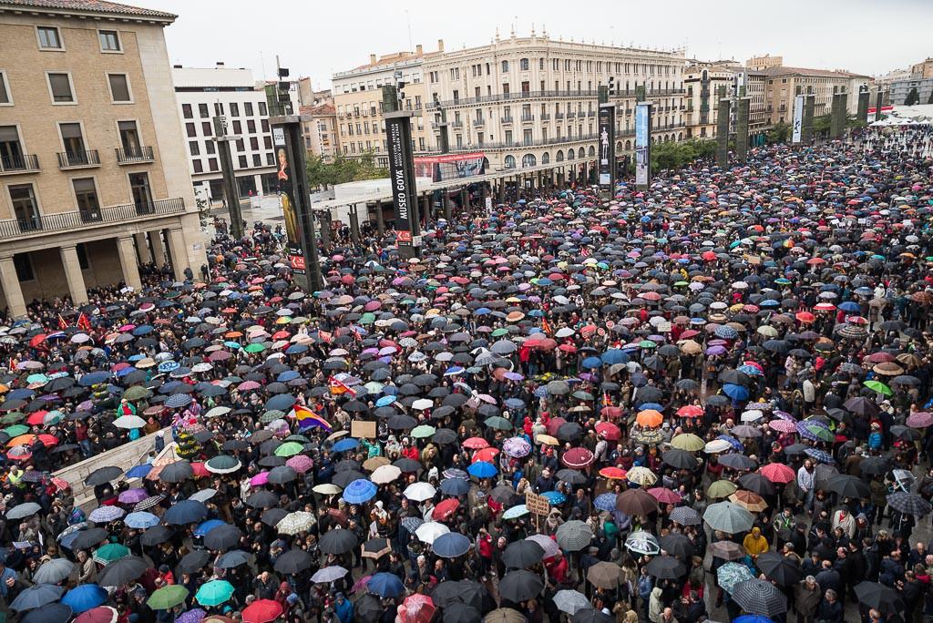 """Miles de personas """"se mojan"""" en Aragón por unas pensiones dignas"""