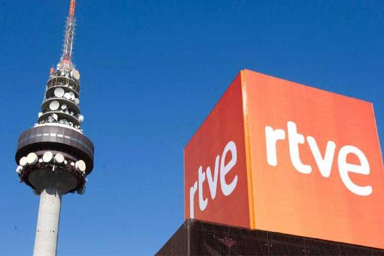 """Denuncian que RTVE se niega a incluir la palabra """"feminista"""" en sus indicativos sobre la huelga del 8M"""