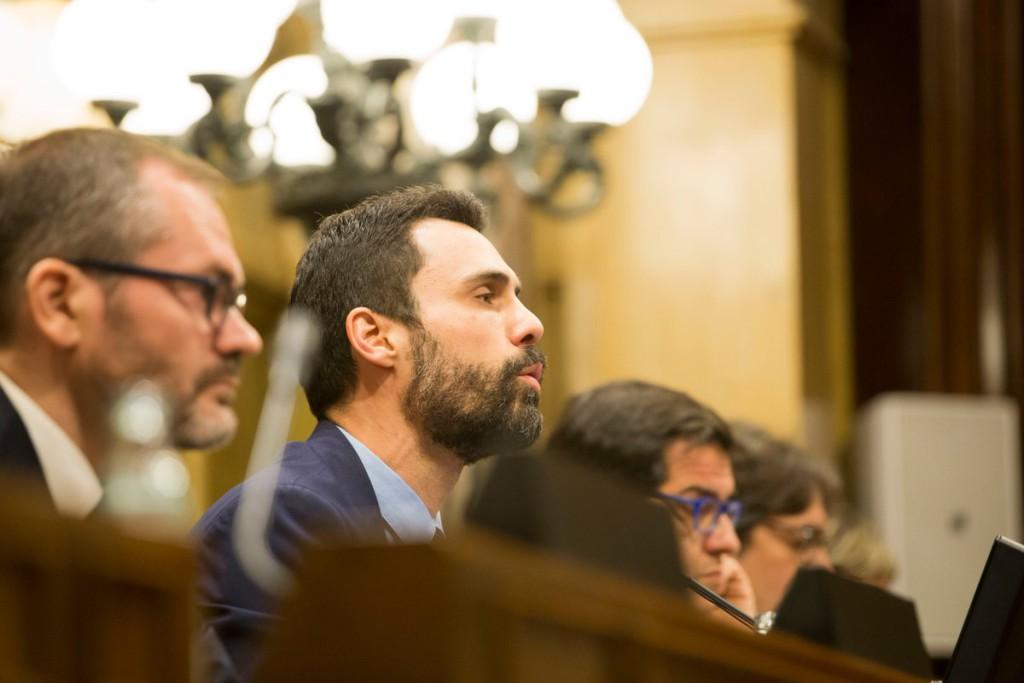 Torrent suspende el pleno del Parlament por las discrepancias entre JxCat y ERC por la suspensión de Puigdemont