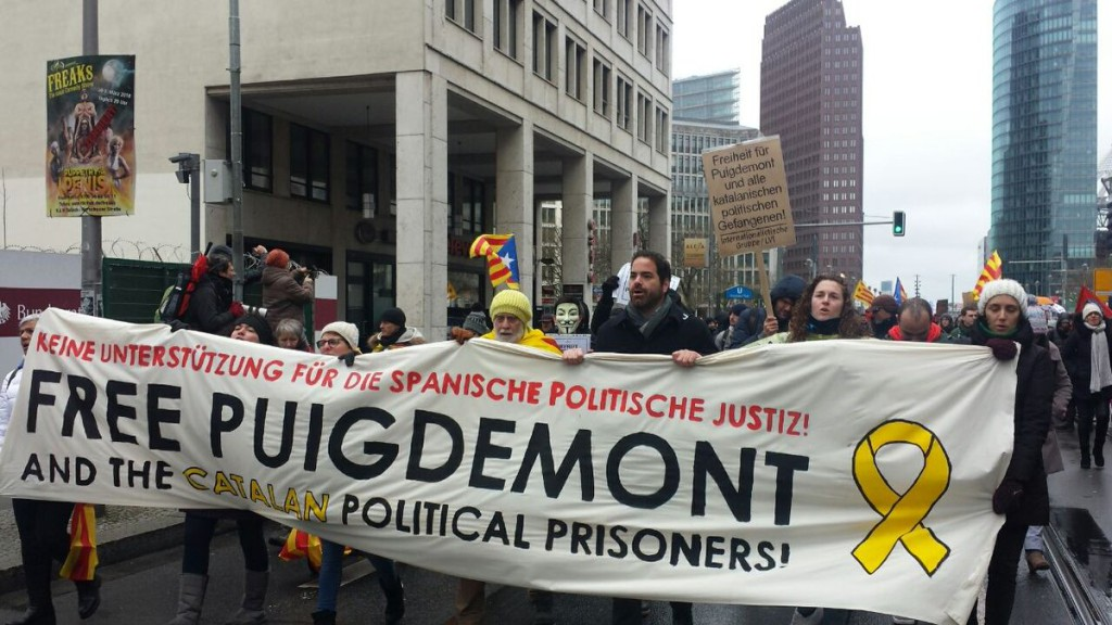 Centenares de personas piden en Berlín la libertad de Puigdemont