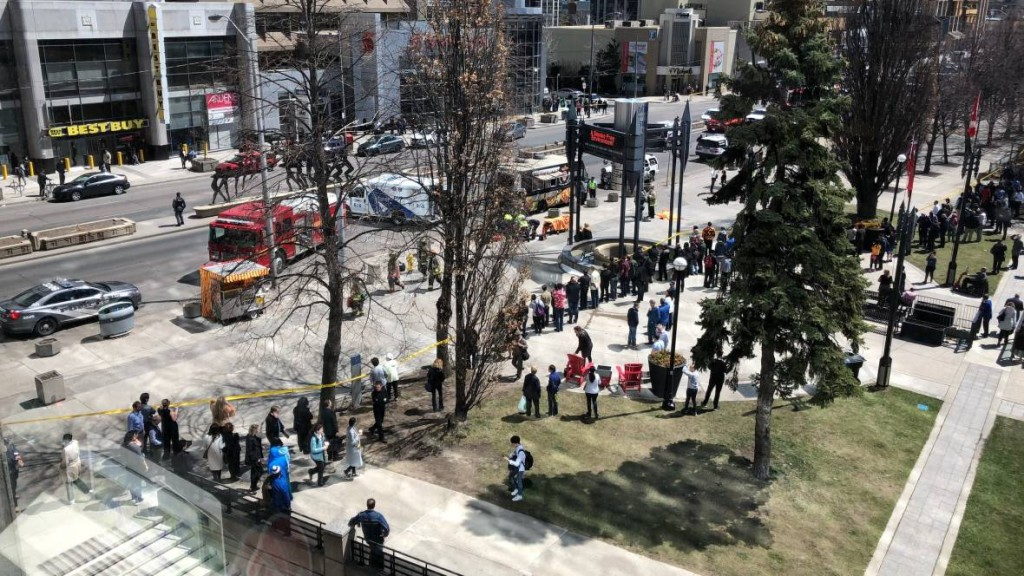 Diez personas muertas y 15 heridas en un atropello múltiple en Toronto
