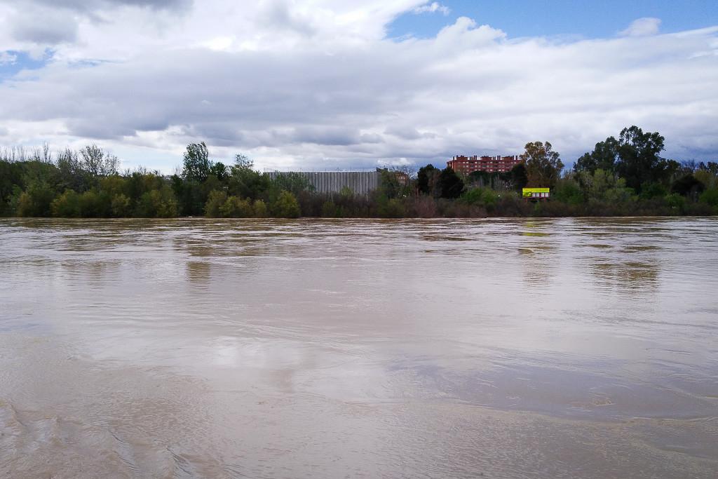 El Gobierno de Aragón activa el nivel 2 de emergencia ante la avenida del Ebro