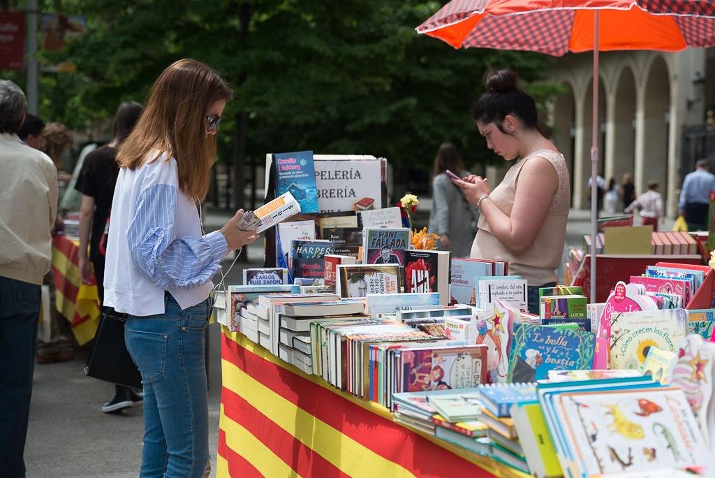 Este domingo se celebra en L'Almozara la VII Feria d'o Libro Aragonés