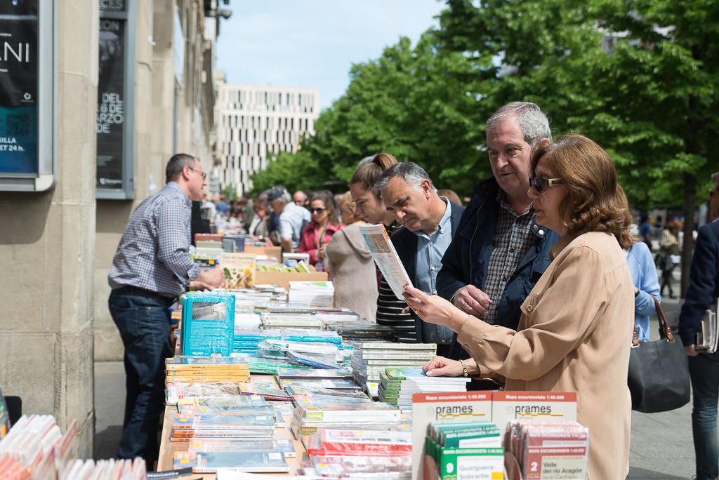 El Día del Libro reúne a más de 200 autores y autoras aragonesas en Zaragoza