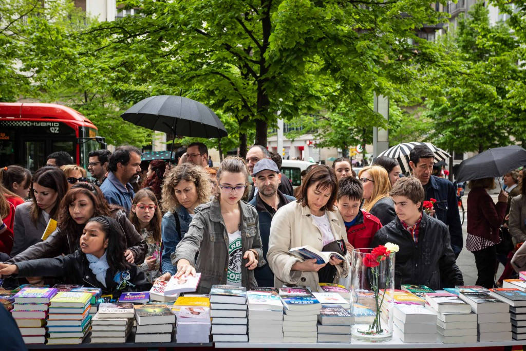 La literatura sale a la calle en el Día del Libro